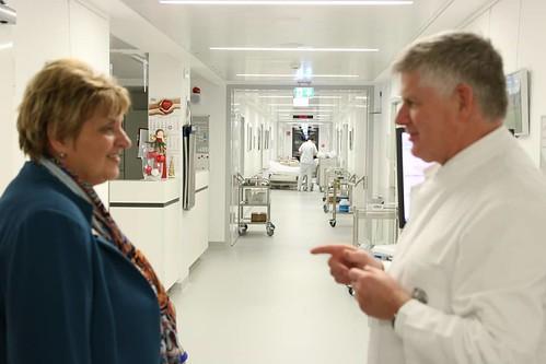Präsidentin zu Besuch in onkologischer Tagesklinik des Universitätsklinikums Jena.