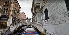 3 (ERREGI 1958) Tags: canali canale veneto venezia verona italia italy pedone turista ponte bridge acqua water edifici edificio barche barca gondole