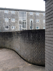walls (chrisinplymouth) Tags: wall brick corner courtyard socialhousing housingestate vauxhallstreet plymouth devon england uk city cw69x curve englishbond urb desx diagx camminante xg diagonal plain