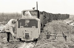 True Grit (Lost-Albion) Tags: fisons swinefleet peatmoss simplex smh40sd507 narrowgauge pentax 1978