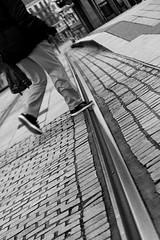 Le piéton (criplou19) Tags: noirblanc lignesdefuite scènesderue ville