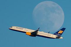 TF-ISD Boeing 757-223(WL) Icelandair (SamCom) Tags: moon tfisd boeing 757223wl icelandair 757 757200 kdfw dfw dallasfortworthinternational foundersplaza