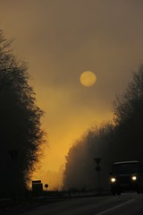 sunset (Wackelaugen) Tags: sun sunset fog mist road street car canon photo photography stephan wackelaugen