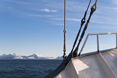 Au-delà du cercle polaire, 2012 / Beyond the polar circle, 2012 (Joseff_K) Tags: boat bateau nikon nikond80 d80 audeladucerclepolaire beyondthepolarcircle tamron1750mmf28 norvege norway norge noreg kongerketnorge mer sea montagne mountain coast neige snow merdenorvege norwegiansea