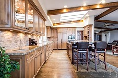 Love this spacious kitchen and dining area. Beautiful wood, and stone combination , along with abundance of lighting fixtures create a nice and warm feeling. #myhome #interiør #homedesign #interiordecor #interiorstyling #homestyle #homesweethome #kitchen (CoolHomeStyling) Tags: instagram ifttt