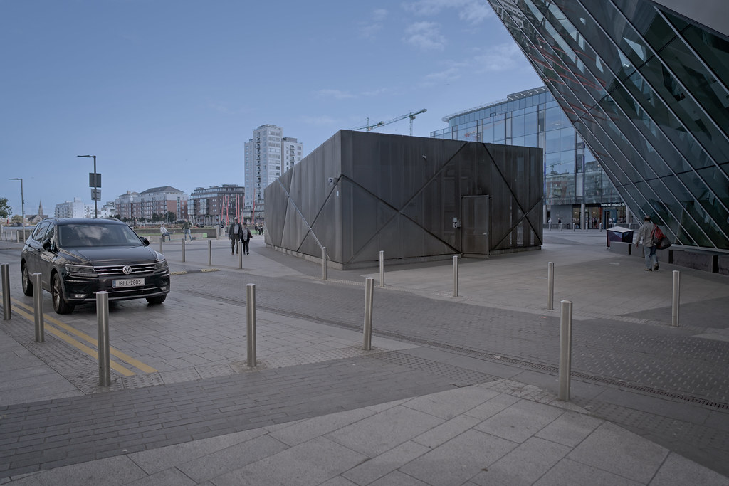GRAND CANAL SQUARE [GRAND CANAL DOCK AREA OF DUBLIN DOCKLANDS]-145963