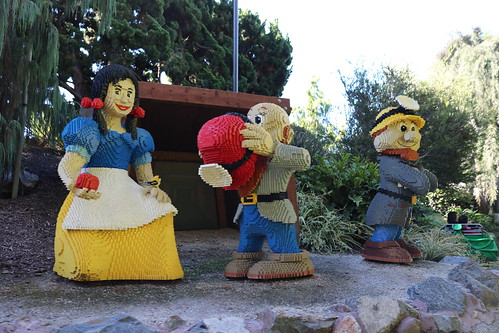 "Lego Snow White and the Seven Dwarfs • <a style=""font-size:0.8em;"" href=""http://www.flickr.com/photos/28558260@N04/32418970348/"" target=""_blank"">View on Flickr</a>"