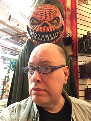 Day 2482: Day 292: Met some new friends today (knoopie) Tags: 2018 october iphone picturemail openingnight makeupandstuff i🎃halloween doug knoop knoopie me selfportrait 365days 365daysyear7 year7 365more day2482 day292 partydisplaycostume