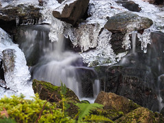 Frozen Fall (with moss) (LEC1224) Tags: waterfall longexposure longexpo frozen ice cold winter sweden sandsjöbacka gothenburg moss snow motion flow stream water river crystals forest stone trees rocks pouring zoom