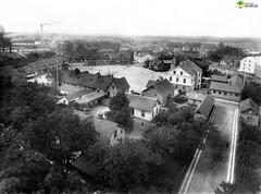 tm_6149 - Tidaholm, Västergötland (Tidaholms Museum) Tags: svartvit positiv tidaholm bostadshus torg stadsgata
