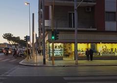 Bari, Puglia, 2018 (biotar58) Tags: bari puglia italia apulien italien apulia italy southernitaly southitaly streetphotography urbanevening november novembre sera twilight