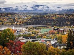 Vue sur le village en automne (gaudreaultnormand) Tags: automne canada chicoutimi couleur jaune montagne quebec rouge saguenay vert village ville