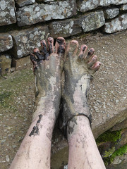Toe spread! (Barefoot Adventurer) Tags: barefoot barefooting barefooter barefoothiking barefeet barefooted baresoles barfuss muddysoles muddyfeet muddy mud moorland mirroredsoles callousedsoles callouses anklet autumnbarefooting autumnsoles autumn soles strongfeet stainedsoles healthyfeet hiking happyfeet hardsoles toes toughsoles toespread freedom connected earthing earthsoles earthstainedsoles energy