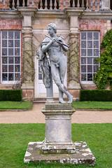 Pied Piper (Howie Mudge LRPS BPE1*) Tags: statue monument art artistic powiscastle nationaltrust travel welshpool powys wales cymru uk sony sonya7ii sonyalpha sonyilce7m2 fe50mmf18