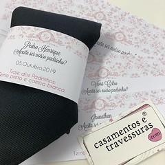 Tarja para gravata dos padrinhos! Presentinho com convite 💝 📍De SP para todo o Brasil 🎁 casamentosetravessuras.com #casamentosetravessuras (casamentosetravessuras) Tags: instagram facebookpost lembrancinhas personalizadas