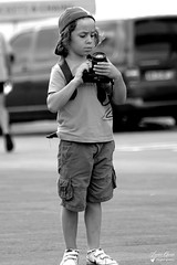 Colin (Laurent Quérité) Tags: canonfrance canoneos7d canonef100400mmf4556lisusm blackwhite noirblanc portrait children enfant circuitpaulricard lecastellet france