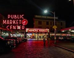 Una noche por la ciudad (Edson-Garcia) Tags: photographyatnight market pikeplace seattle photography travel