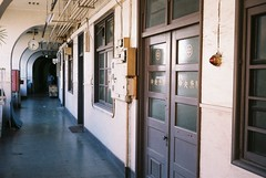 Tukiji office (tripl8_i) Tags: tokyo tukiji 東京 築地市場 yashica electo35mc yashinondx 40mm28 curved corridor office