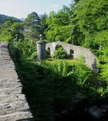 Pont sur la rivière  Dochart, Killin, Stirlingshire, Ecosse, Royaume-Uni. (byb64) Tags: dochart fallsofdochart stirlingshire killin ecosse schottland scotland scozia escocia grandebretagne greatbritain grossbritanien granbretana ue uk unitedkingdom royaumeuni reinounido eu europe europa vereinigteskönigreich rapides rapids rivière river rio fiume stromschnelle rapidos rapide nature natura natür pont ponte puente bridge brücke