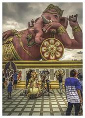 Wat Saman Rattanaram - Chachoengsao (christophe plc) Tags: temple thailand canon 6dmark2 photo flickr ganesh people architecture christopheplc plouhinec elephant personne ciel nuage religion
