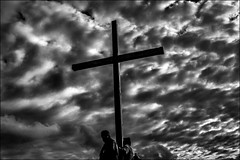 Porter sa croix!  / Carry his cross! (vedebe) Tags: croix humain human people ciel soleil lumière nuages noiretblanc netb nb bw monochrome camargue