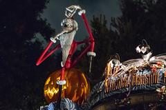 Haunted Mansion Exterior - Disneyland (R. Zavala) Tags: disney disneyland disneylandresort disneycaliforniaadventure anaheim neworleanssquare hauntedmansion hauntedmansionholiday nightmarebeforechristmas jackskellington pumpkins pumpkinking pumpkin
