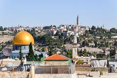 On the rooftops of Jerusalem (jbdodane) Tags: alamy alamy181101 israel jerusalem jewishquarter middleeast oldcity rooftop templemount