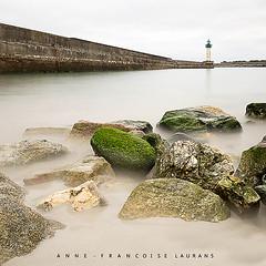 si calme ... (Anne-Françoise LAURANS) Tags: pose longue long exposure mer sea phare lighthouse bretagne nikon