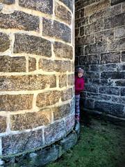 Imellom -|- Between walls (erlingsi) Tags: årstad bergen vegger walls mur steinvegg