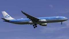 PH-AKA_JFK_Landing_22L_Moon (MAB757200) Tags: klm royaldutchairlines a330303 phaka aircraft airplane airlines airbus airport jetliner jfk kjfk jet landing runway22l