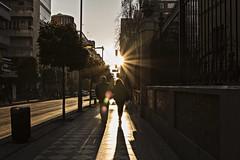 Contraluz (Ignacio M. Jiménez) Tags: contraluz backlighting streetphotography fotografiacallejera pareja couple gente people ignaciomjiménez granada andalucia andalusia españa spain