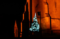 St Edward's Church, Stow on the Wold (judy dean) Tags: judydean 2018 stowonthewold stedwardschurch light orange christmas tree