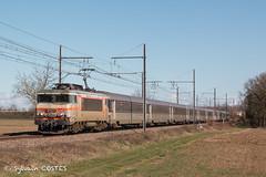 La BB 7281 file vers Bordeaux avec le 4760 venant de Marseille (Sylvain COSTES) Tags: bb7200 train locomotive railway voyageurs passengers corail