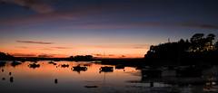 Saint-Briac : La bonne heure ! (guyju) Tags: saintbriacsurmer soleil france bretagne britanny côtedémeraude balcondemeraude mer bluehour heurebleue bateaux ciel