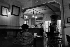 Metade Cheio, Cuiabá, Mato Grosso, Brasil (fotografia analógica - Nikon F401S, Ilford HP5 Plus 400 @ 1600). (Paulisson K. Miura) Tags: filmphotography film filmphoto filmisnotdead filmcamera analog analógica analogue analogcamera fotografiaanalógica 35mm ilford ilfordhp5plus ilfordhp5 hp5 400pushedto1600 400 1600 iso blackandwhite pretoebranco black white monochrome greyscale cuiabá cuiaba mt matogrosso brasil brazil brazilian