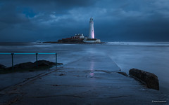 Blue hour at St Mary's Lighthouse (He Ro.) Tags: 2018 england uk coast water bluehour morning lighthouse wasser himmel clouds moody meer nordsee northsea northeast northeastcoast causeway longexposure whitleybay stmaryslighthouse tyneandwear ultimatephotographers