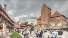 236-CASTILLO DE TRAKAI-PLAZA DE ARMAS- VILNIUES - LITUANIA - (--MARCO POLO--) Tags: castillos edificios arquitectura rincones hdr curiosidades
