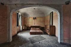 dormire fino (Knee Bee) Tags: dormire bed casa oncewashome abandonedvilla