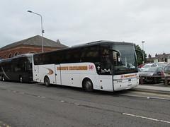 Beachers Coaches YJ04BYG 30092018 (Rossendalian2013) Tags: macclesfield treaclemarket bus coach excursion beacherscoaches vanhool alizee daf sb4000 yj04byg b10fws hsu247 jfishwicksons darrenbeacher
