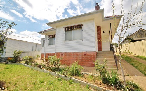 4 Main St, Young NSW 2594