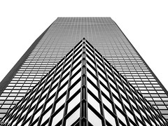 On the edge... (THE.ARCH) Tags: 101parkavenue nyc newyorkcity newyork newyorkny ny curtainwall glass tower skyscraper eliattia bw blackandwhite