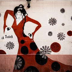 la tarara (*BegoñaCL) Tags: graffiti flamenco red castañuela valencia begoñacl barridelcarme