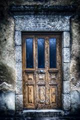 La porte (Terre d'Aveyron) Tags: porte aveyron france pierre bois fer détail date ancien texture old