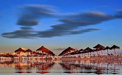 Entardecer repousante (Zéza Lemos) Tags: portugal praia pordesol puestadelsol algarve água areia natureza nuvens natural vilamoura verão reflexos
