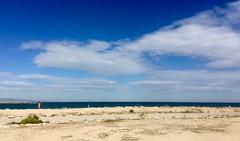 """Mujer observando el horizonte"" (atempviatja) Tags: barcelona marbella bogatell playa marino marítimo azul cielo horizonte paseo mar"