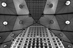 Paris - La Défense quartier des affaires _ Sous la Grande Arche (roger gabriel simon) Tags: flickr blackandwhite noiretblanc bnw bw architecture paris ladéfense city canon canonpowershotg5x bâtiment abstract photography ville
