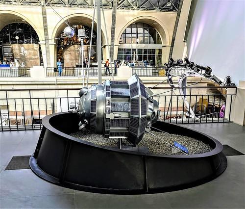 Pabellón del Cosmos en el Centro Panruso de Exposiciones de Moscú - Rusia
