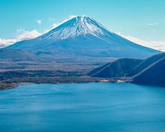 Fuji, the world of the blue (shinichiro*) Tags: 20190102sdim7708 2019 crazyshin sigmasdquattroh sdqh sigma1770mmf284dcmacrohsm january winter yamanashi japan jp fuji lakemotosu 本栖湖 中ノ倉展望地 46009504614 candidate