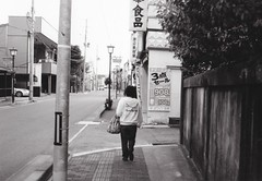 I felt the silent mood when I walked on this street. (U-ichiro1003) Tags: street snap fujifilm klasse neopan acros100 film