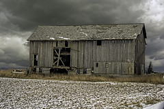 This old barn on s. Woodbridge Rd. (TAC.Photography) Tags: barn farm oldbarn oldstructure aging derelict deteriorating fallingdown rural countryside storm clouds tomclarknet tacphotography nikon nikoncamera